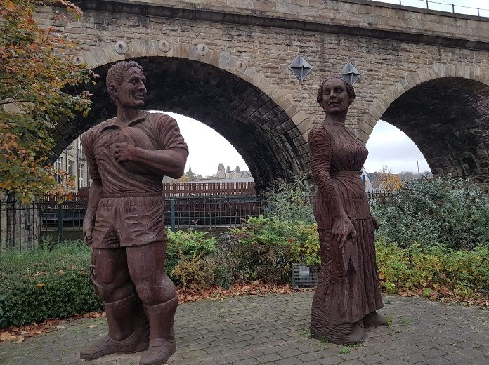 photo of two statues in Northgate, Dewsbury